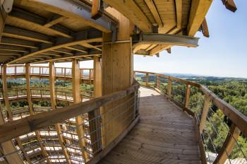 Auch der Aufgang zum Aussichtsturm ist barrierefrei.