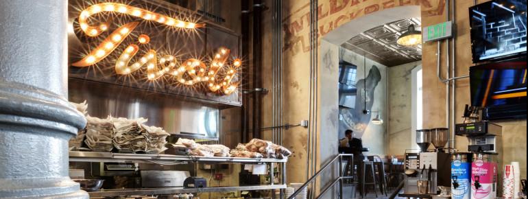 Mehr als 50 verschiedene Biere bietet das hauseigene Tap House der Brauerei zum Verkosten an. Wer an einer der interessanten Brauereiführungen teilnimmt, bekommt die Gelegenheit, einen Blick hinter die Kulissen zu werfen.