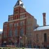 Das Tivoli Gebäude befindet sich gleich neben dem Campus der Metropolitan State University. In Zusammenarbeit mit einiger ihrer Studenten werden neue Braurezepte kreiert.