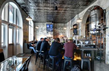 Gegründet im Jahr 1859, ist die Tivoli Brewing Company bis heute die älteste betriebene Brauerei in Colorado, die neben Craft Bieren auch mit leckerem Essen überzeugt.