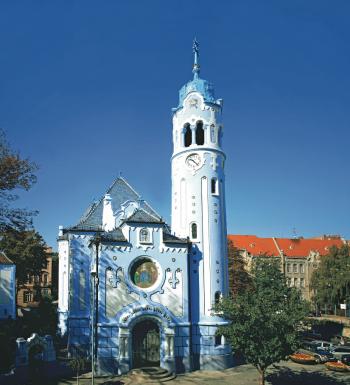Die blaue Kirche ist eines der Wahrzeichen Bratislavas.