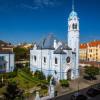 Der Name ist Programm: außen wie innen ist die Kirche in einem hellen Blau gehalten.