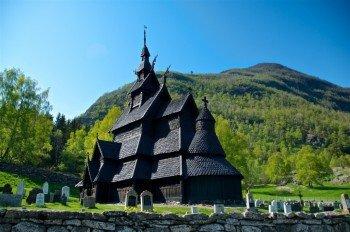 Die hölzerne Stabkirche aus dem Mittelalter