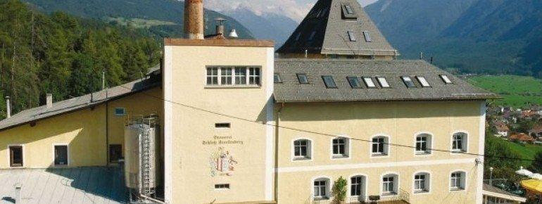 Das sanierte, 700 Jahre alte Schloss
