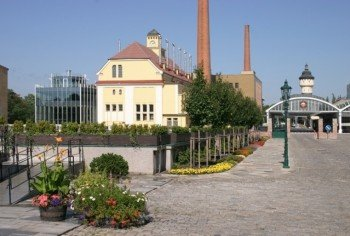 Blick auf den Gebäudekomplex