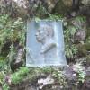 Eine Gedenktafel erinnert an Pfarrer Johann Schiebel, der die Breitachklamm 1905 zugänglich machen ließ.