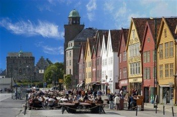 Die berühmten bunten Hausfassaden von Bryggen