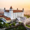 Von der Burg hast du einen tollen Ausblick über die slowakische Hauptstadt Bratislava.