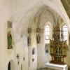 Der spätgotische Flügelaltar der Kapelle St. Elisabeth stammt aus der Filialkirche in Surheim bei Laufen an der Salzach. Sie wurde 1856 aufgestellt nachdem der ursprüngliche Altar schon 1778 nicht meh
