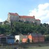 Blick auf den Fürstenbau der Burg Burghausen von der österreichischen Seite der Salzach.