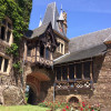 Die Innenhöfe und Innenräume der Burg können nur im Rahmen einer Führung besichtigt werden.