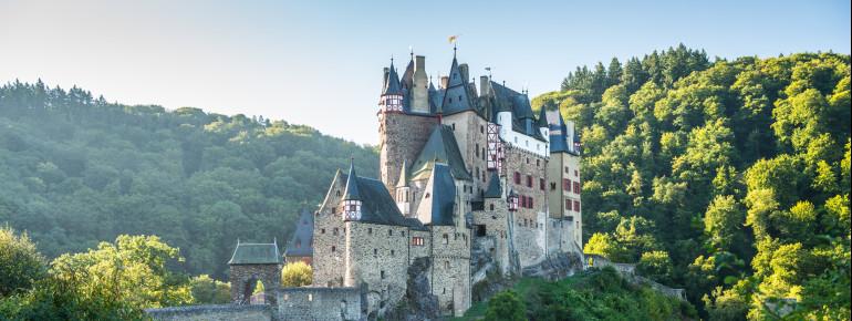 Die Burg Eltz ist eine der bekanntesten Burgen Deutschlands.