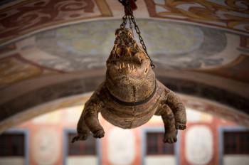 Das über zwei Meter lange Krokodil sollte die Macht und den Rang von Fürst Paul Esterházy demonstrieren.