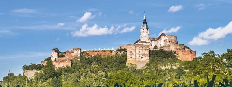 Die Burg Güssing liegt im Südburgenland.