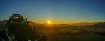 In einem der schönsten Täler Kärntens erhebt sich der 150 Meter hohe Kalksteinfelsen, der von allen umliegenden Bergen und Hügeln aus zu sehen ist.