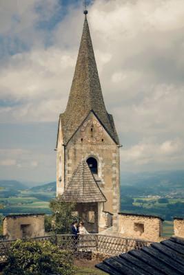 Die Burg ist auch beliebtes Motiv von Hochzeitspaaren.