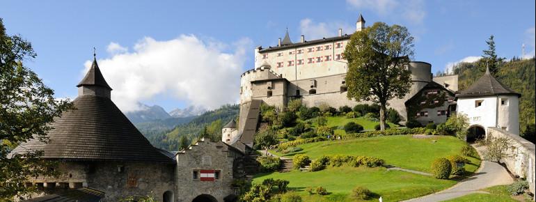 Die ehemalige erzbischöfliche Wehrburg stammt aus dem 11. Jahrhundert.