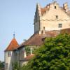 Als weit über die Region Meersburg hinaus bekanntes Wahrzeichen ist die älteste bewohnte Burg Deutschlands eine der Hauptattraktionen am Bodensee.