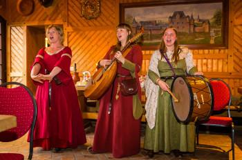 Mittelalterliche Musik darf natürlich bei den verschiedenen Veranstaltungen auf der Burg Satzvey nicht fehlen.