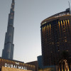 Blick auf den emporragenden Burj Khalifa und die Dubai Mall, eines der größten Einkaufszentren weltweit.