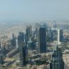 Freie Sicht auf Dubais Wolkenkratzer vom Burj Khalifa.