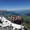 Auf der 6 Minuten und 24 Sekunden langen Fahrt kannst du das Bergpanorama genießen.