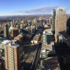 Blick über Downtown Calgary vom Observation Deck des Towers.