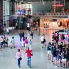 Blick ins Innere des Centre Pompidou, wo sich neben Museen auch mehrere Kinos befinden.