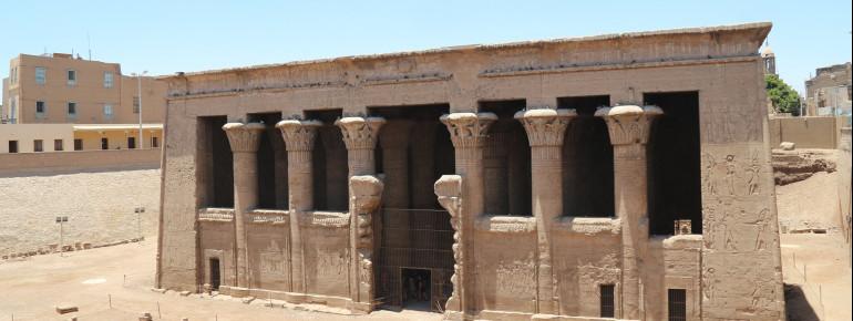 Der Tempel befindet sich neun Meter unterhalb des heutigen Straßenniveaus