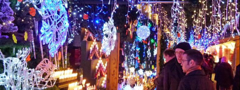 In der Weihnachtszeit ist die ganze Stadt beleuchtet.