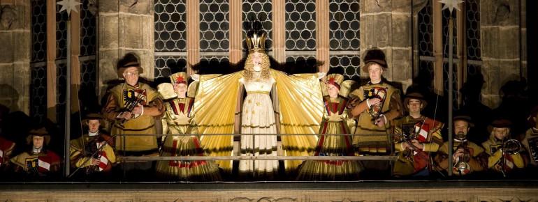 Das Nürnberger Christkind eröffnet den Markt