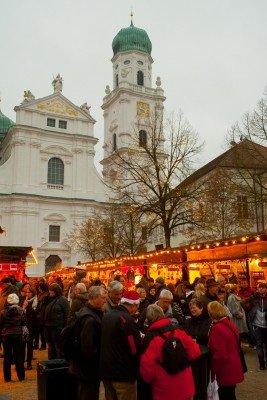 Weihnachtliches Markttreiben