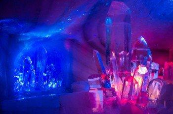 Der riesige Bergkristall zählt zu den Highlighst im Dachstein Eispalast.
