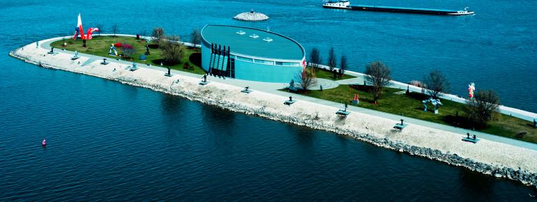 Der Park um das Museum herum bietet einen tollen Blick auf die Donau.