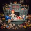 """Stars an Fäden: Seit 2001 haben die berühmten Marionetten der Augsburger Puppenkiste im Museum """"die Kiste"""" ein Zuhause, wie auch Frau Waas, die Ladenbesitzerin."""