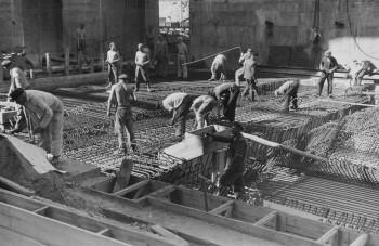 Viele Zwangsarbeiter starben während der Bauarbeiten des Bunkers Valentin.