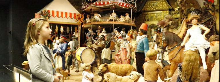 In einem Teil der Ausstellung ist die Thüringer Kirmes aufgebaut.