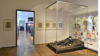 Zum Teil werden im Museum fast lebensgroße Figuren ausgestellt.