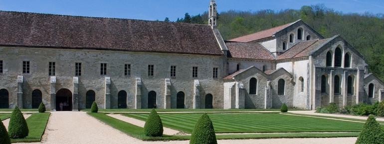 Kirche und Ostflügel der Abtei