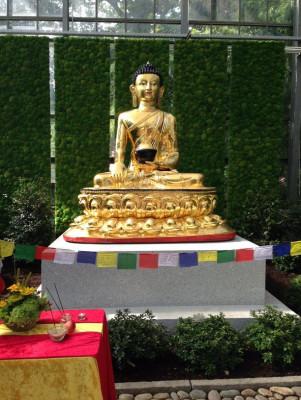 Seit August 2017 kann man den vergoldeten Friedens-Buddha in Bremen bestaunen.