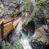 Mitten durch die Schlucht führen die Wege der Liechtensteinklamm.