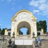 Blick auf das Friedhofsportal.