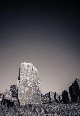 Die Steinfelder von Carnac zählen zu den ungeklärten Rätseln der Wissenschaft