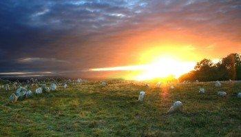 Die Megalith-Felder verbreiten eine mystische Stimmung.