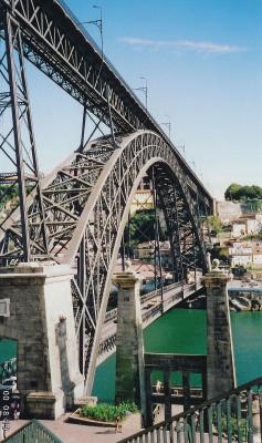 Die Altstadt von Porto und die Bogenbrücke zählen zum UNESCO Weltkulturerbe