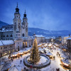 Der Vorplatz des Doms verwandelt sich in der Adventszeit zu einem Weihnachtsmarkt.