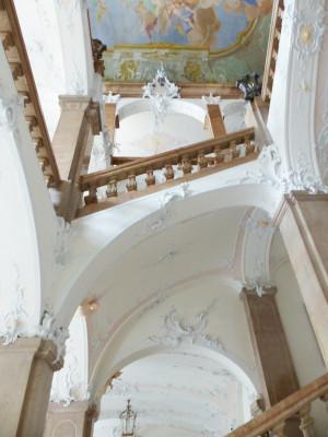 Ein Meisterwerk des Rokoko ist das Treppenhaus am Ausgang des Museums.
