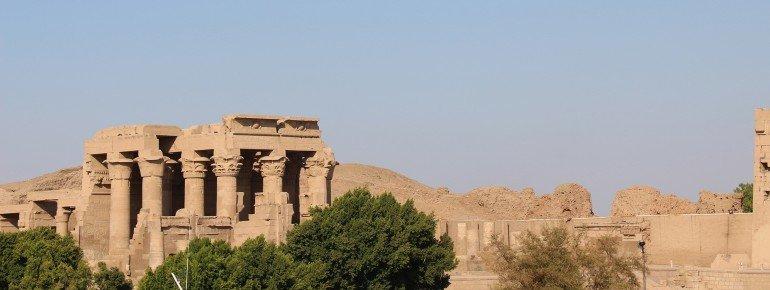 Der Doppeltempel vom Nil aus gesehen