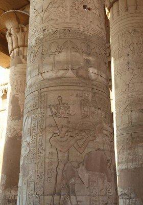 Wie die meisten altägyptischen Tempel verfügt auch die Anlage in Kom Ombo über eine Säulenhalle