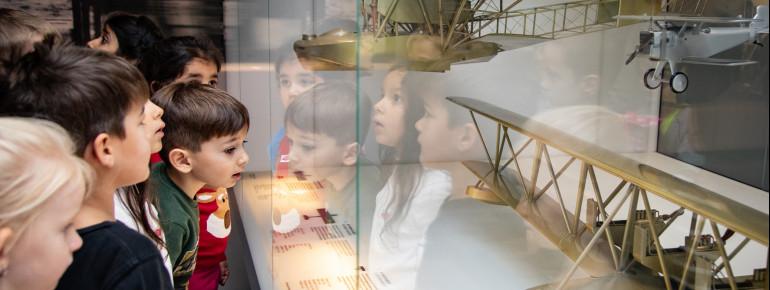 Kinder begeben sich hier wie echte Pioniere auf Entdeckungstour und verdienen sich beim Quiz eine Belohnung.